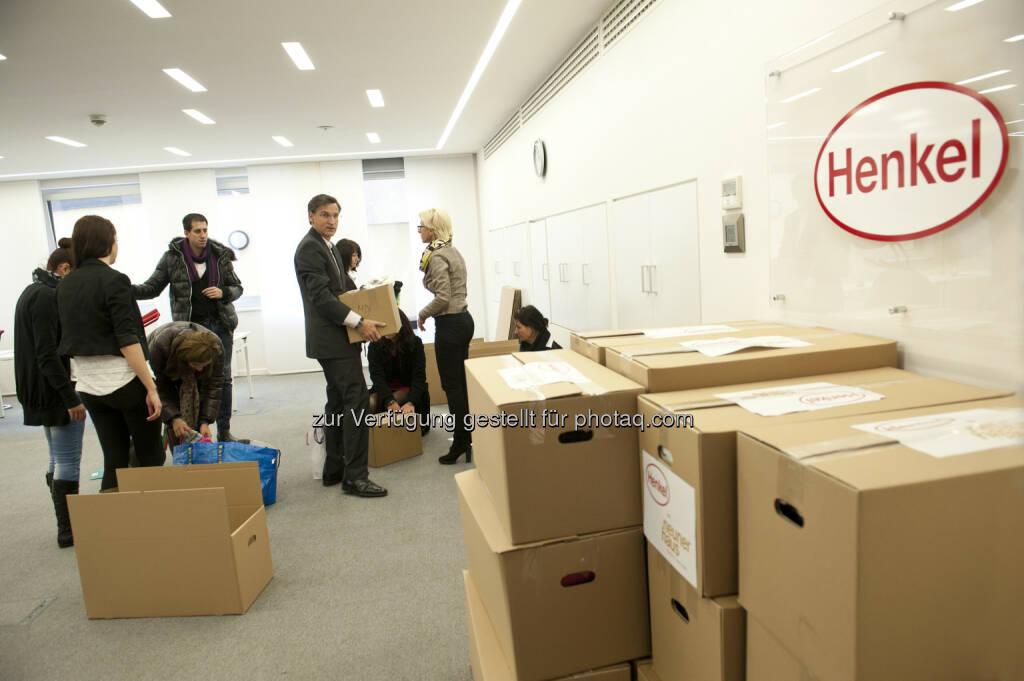 """Henkel Central Eastern Europe: Henkel CEE unterstützt soziale Projekte das ganze Jahr hindurch: Henkel-Mitarbeiter sammeln am """"Corporate Volunteering Day"""" Waren des täglichen Bedarfs und spenden diese an karitative Einrichtungen, © Aussender (04.12.2014)"""