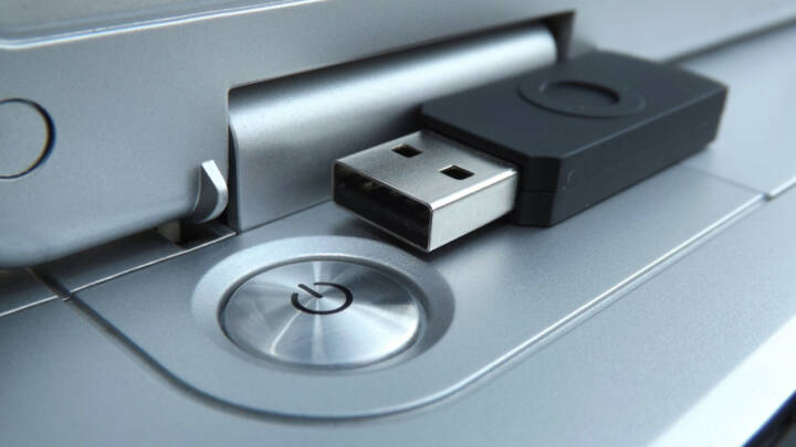 Notebook, Computer, Power, On, Off, USB, Speicher, IT, Elektronik, Technik, http://www.shutterstock.com/de/pic-181275194/stock-photo-notebook-power-button-close-view.html
