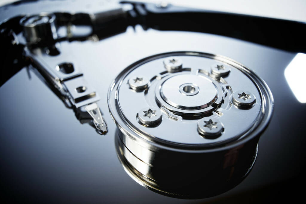 Festplatte, Computer, Hard disk, Memory, Speicher, Daten, IT, Elektronik, Technik, Sicherung, Datenspeicher, Datensicherung, http://www.shutterstock.com/de/pic-232266679/stock-photo-closeup-of-an-open-computer-hard-drive.html (05.12.2014)