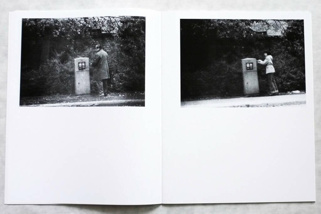 Jens Klein - Hundewege (2013), 140 Euro, http://josefchladek.com/book/jens_klein_-_hundewege (08.12.2014)