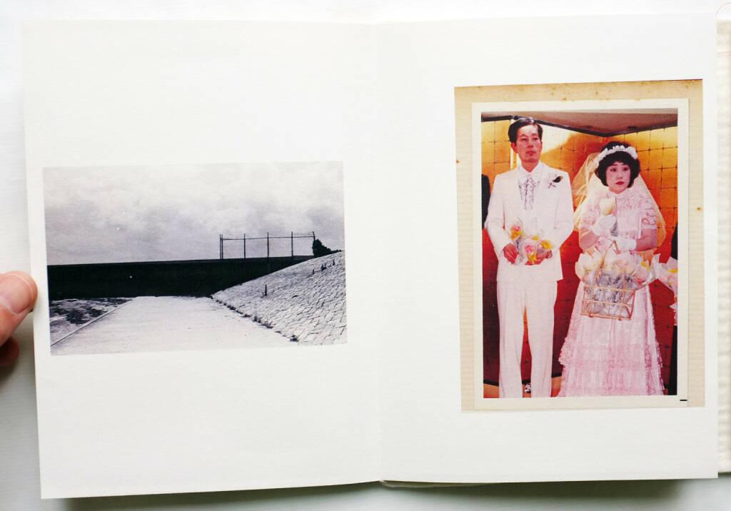 Yoshikatsu Fujii - Red String (2014), (200-) 1500 Euro, http://josefchladek.com/book/yoshikatsu_fujii_-_red_string (08.12.2014)