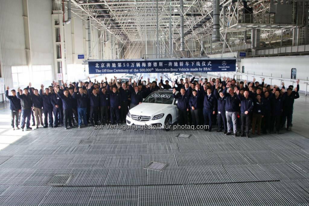 Produktionsjubiläum in China: Der 500.000ste lokal produzierte Mercedes-Benz Pkw, eine C-Klasse Langversion, rollt in Peking bei Beijing Benz Automotive (BBAC) vom Band. , © Aussendung (09.12.2014)