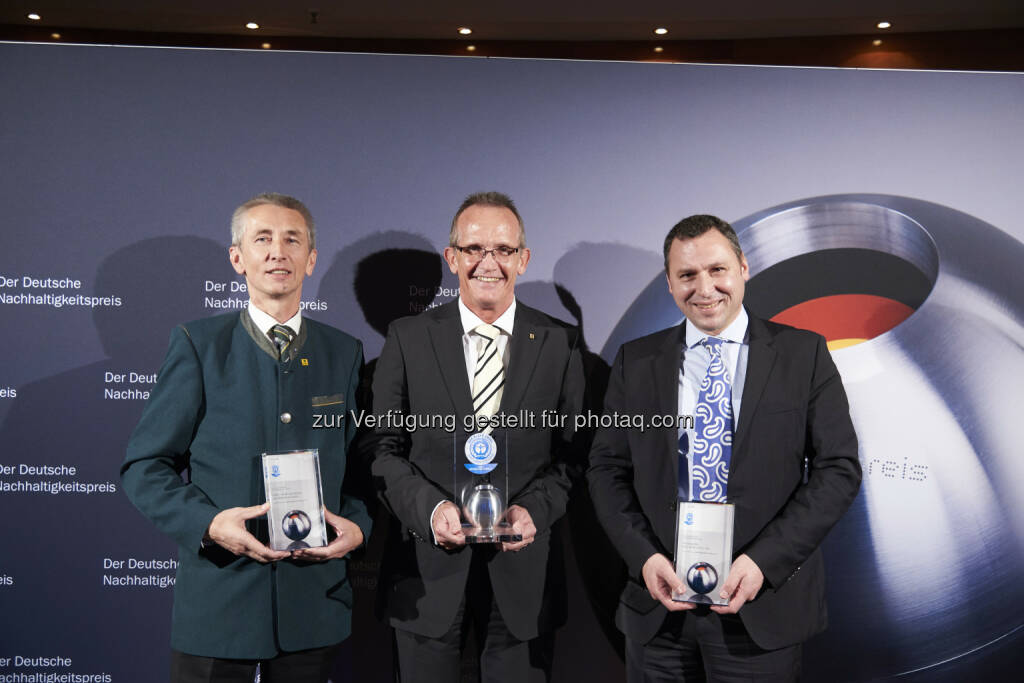 "Erwin Stubenschrott, KWB; Reinhold Schlierkamp, Kyocera; Martin Multhaupt, Hülsta: KWB Biomasseheizungen: KWB unter den Top 3 des ""Blauer Engel-Preis"" 2014, © Aussendung (10.12.2014)"
