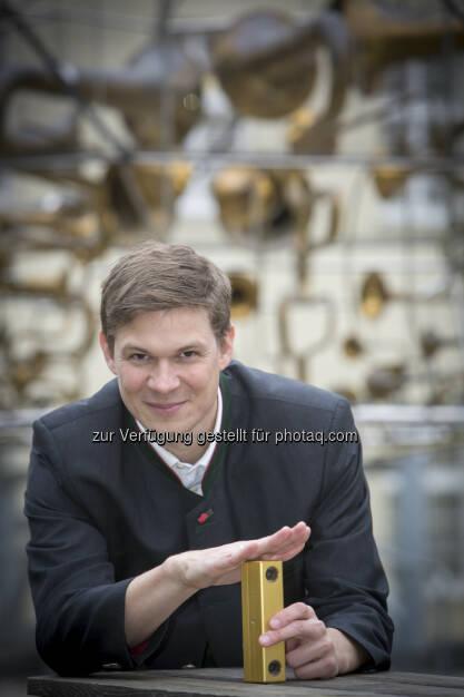 Der Bildverarbeitungsexperten Thomas Pock wurde für seine Arbeit im Bereich Computer Vision mit dem renommierten Förderpreis über 1,5 Millionen Euro ausgezeichnet. AIT Austrian Institute of Technology GmbH: ERC Starting Grant erstmals an Principal Scientist am AIT verliehen, © Aussendung (10.12.2014)
