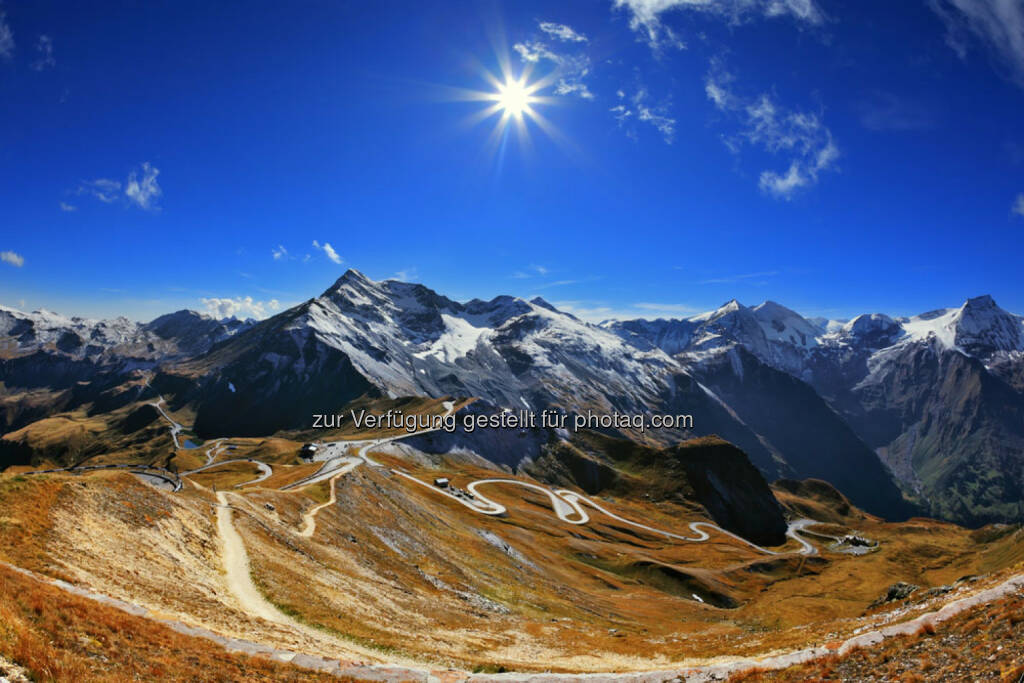 Großglockner, Berg, Alpen, Hochalpenstraße, hinauf, Serpentinen, winden, aufwärts, top, http://www.shutterstock.com/de/pic-208999093/stock-photo-austrian-alps-excursion-to-the-picturesque-panoramic-way-grossgloknershtrasse-sunny-day-in-early.html, © teilweise www.shutterstock.com (10.12.2014)
