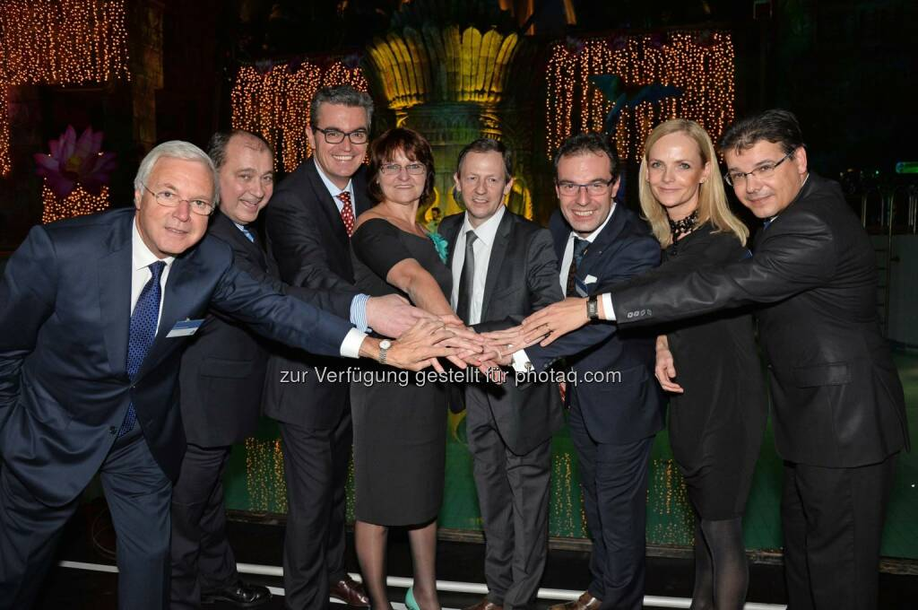 Gerhard Gucher (Direktor Vamed Vitaltiy World), László Kovacs (Präsident des Verbands Ungarischer Gastgewerbe), Dr. Ádám Ruszinko (Ungarischer Staatssekretär für Tourismus), Katalin Pfandler (Präsidentin von Aquaworld Zrt.), Franz Graf (General Manager Aquaworld Resort Budapest), Thomas Bauer (COO Vamed Vitality World), Susanne Nitsch (Leitung Marketing Vamed Vitality World), Gábor Maraczi (Direktor für Stratégie und Marketing des Ungarischen Tourismusamtes): Vamed Vitality World erweitert das Angebot: Eine neue Erlebniswelt im 4*-Superior Aquaworld Resort Budapest, © Aussendung checkfelix (11.12.2014)