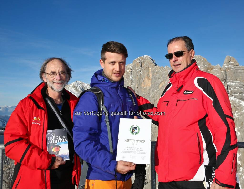 Fred Fettner (Herausgeber Ski Guide Austria), Elias Walser, Tourismusdirektor Ramsau am Dachstein und Günter Fritz (Herausgeber Ski Guide Austria): medianet Verlag AG: Ski Guide Austria 2015, © Aussendung (11.12.2014)