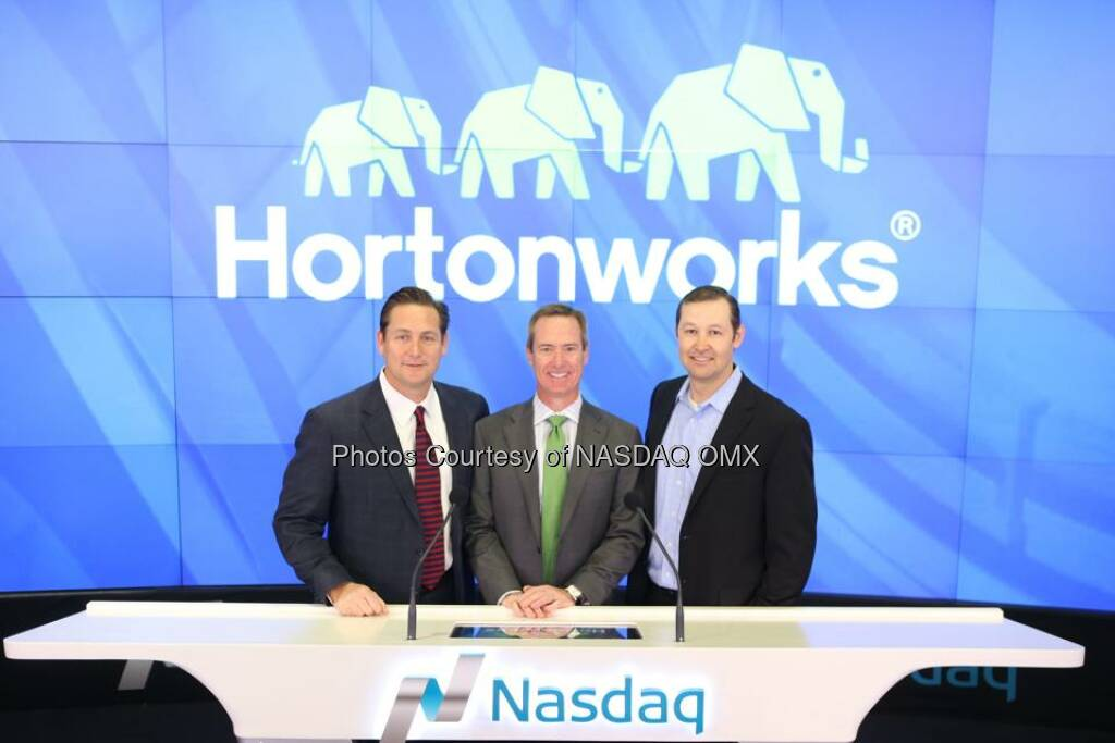 More photos from Hortonworks ringing the Nasdaq Opening Bell to celebrate their #IPO today!  Source: http://facebook.com/NASDAQ (13.12.2014)