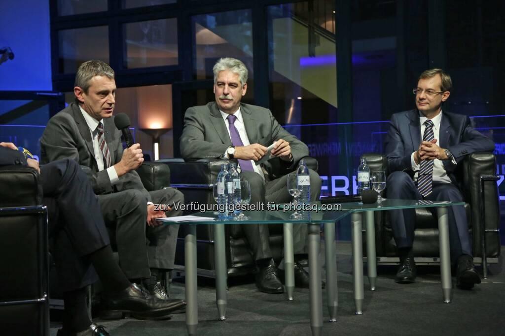 Heinrich Schaller (RLB OÖ), Jörg Schelling (Finanzminister), Axel Greiner (Industriellenvereinigung OÖ-Präsident) (16.12.2014)