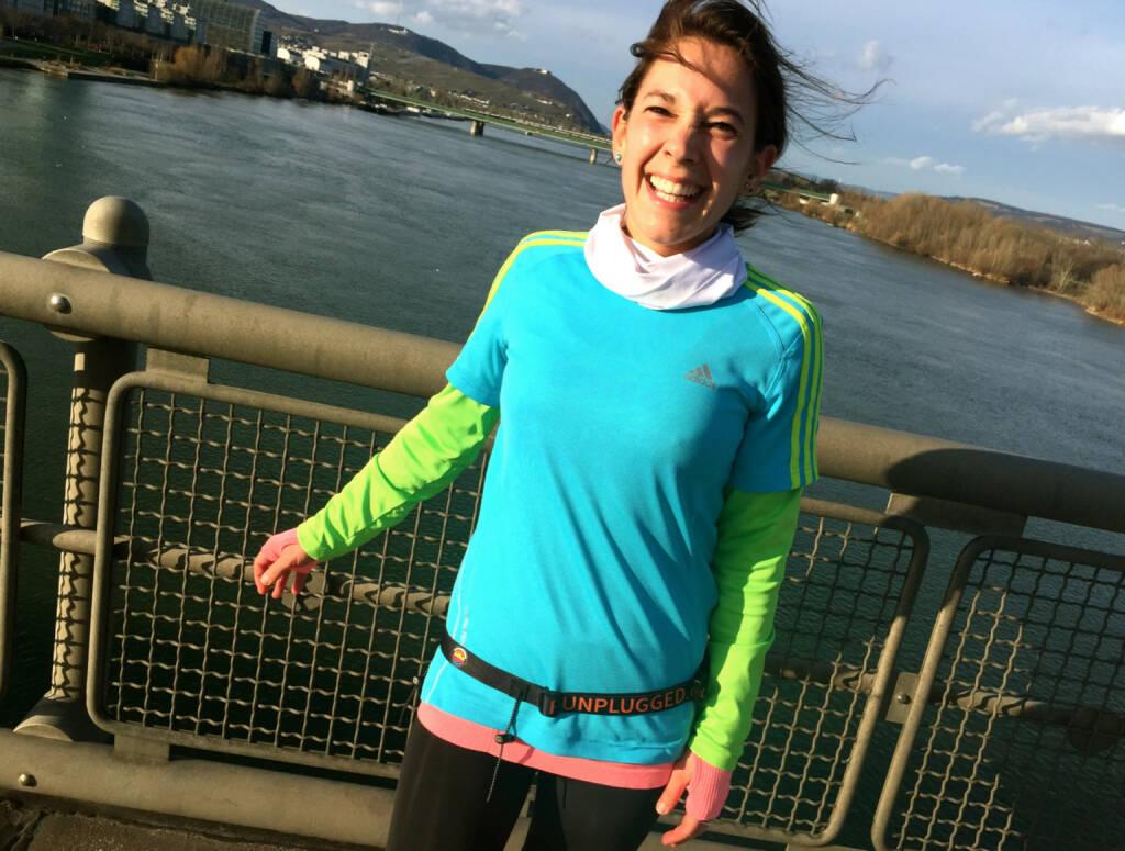 Volksläuferin Anita Auttrit mit dem Runplugged-Laufgurt http://photaq.com/search/auttrit (23.12.2014)