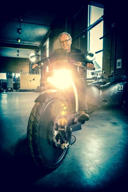 Martina Draper: Mein persönliches Foto des Jahres ist dieses, von Johann Hammerschmid, CEO Johammer Elektromotorrad, einfach weil ich finde, dass es mir gut gelungen ist :-) (25.12.2014)
