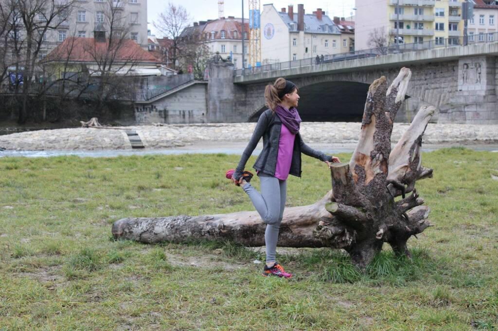Isabelle Heers: Aufwärmen - Anm.: Isabelle im Pro-Team Tristyle Runplugged Runners dabei, siehe http://www.christian-drastil.com/blog/2014/12/23/introducing_die_tristyle_runplugged_runners_elisabeth_niedereder_annabelle-mary_konczer_conny_kopper_isabelle_heers (25.12.2014)