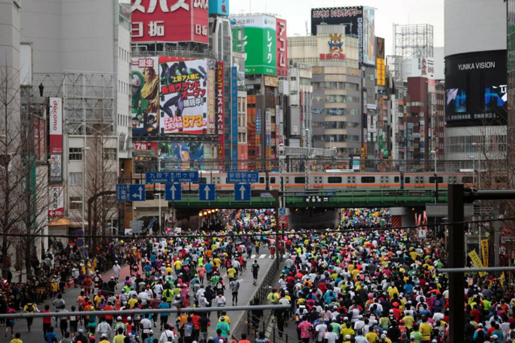 Tokio, Marathon, Läufer, The Big Six, The Big 6, Japan, <a href=http://www.shutterstock.com/gallery-4961p1.html?cr=00&pl=edit-00>J. Henning Buchholz</a> / <a href=http://www.shutterstock.com/editorial?cr=00&pl=edit-00>Shutterstock.com</a>, J. Henning Buchholz / Shutterstock.com, © www.shutterstock.com (25.12.2014)