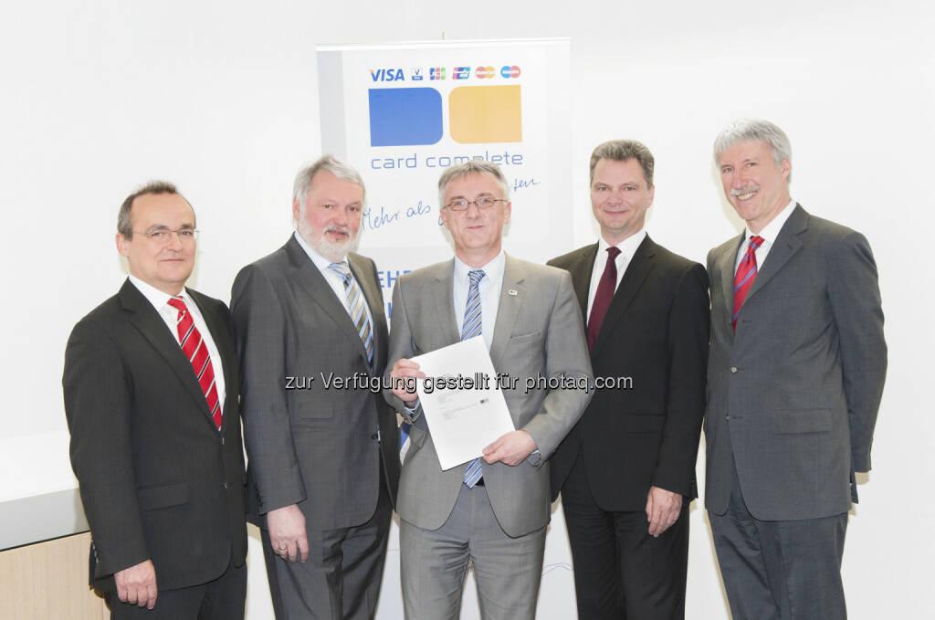 card complete und AirPlus verlängern Partnerschaft: Hanno Kirsch, Wolfgang Schneider (beide AirPlus), Prok. Gerald Weiss, Walter Schlögl, Heimo Hackel (alle card complete) (c) Aussendung  (10.02.2013)