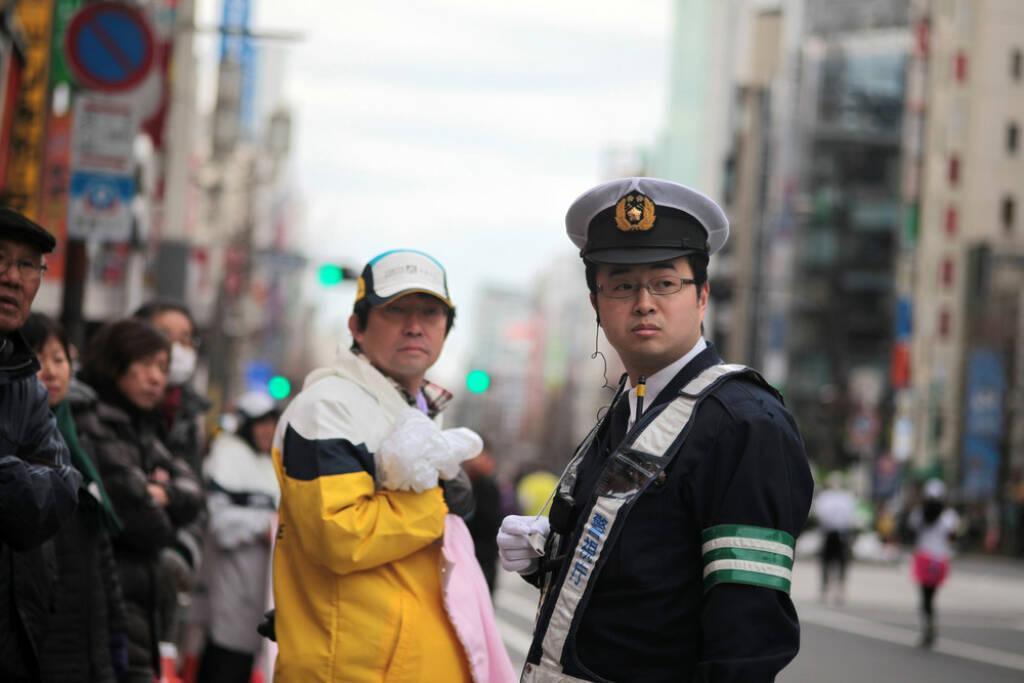 Tokio, Marathon, Polizist, The Big Six, The Big 6, Japan, <a href=http://www.shutterstock.com/gallery-4961p1.html?cr=00&pl=edit-00>J. Henning Buchholz</a> / <a href=http://www.shutterstock.com/editorial?cr=00&pl=edit-00>Shutterstock.com</a>, J. Henning Buchholz / Shutterstock.com, © www.shutterstock.com (25.12.2014)