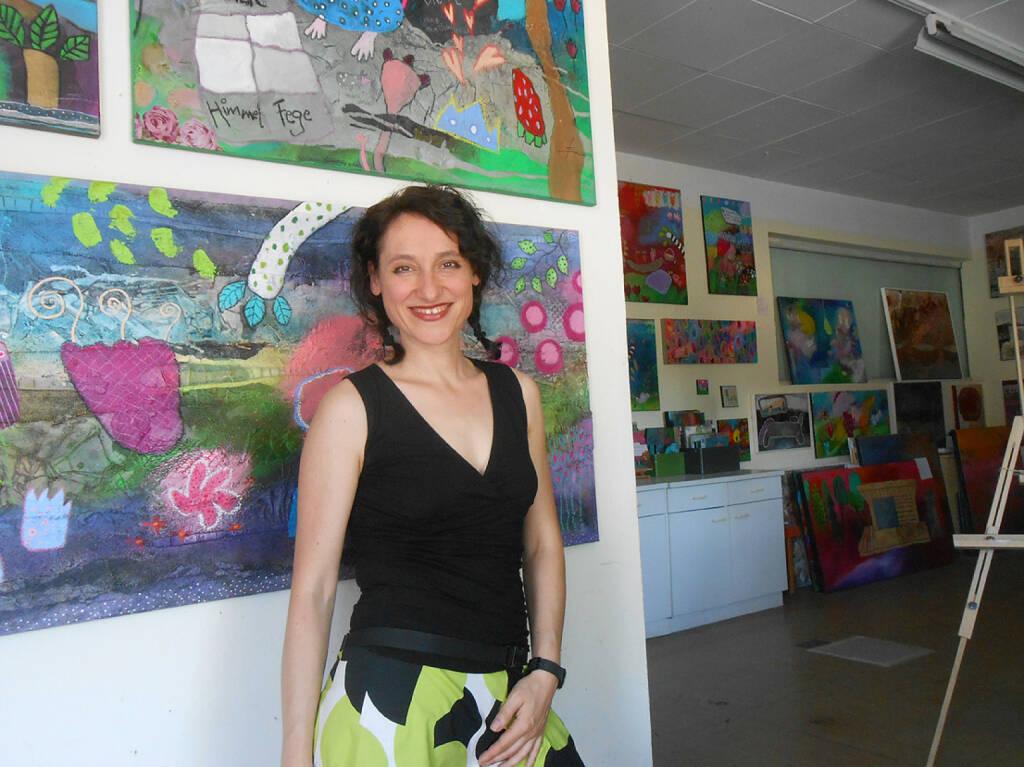 Franziska Schmalzl: Mein Foto des Jahres 2014 zeigt mich in meinem burgenländischen Atelier – 70 m2, die meine Welt bedeuten, in der ich uneingeschränkt glücklich bin -  www.franziskaschmalzl.at (26.12.2014)