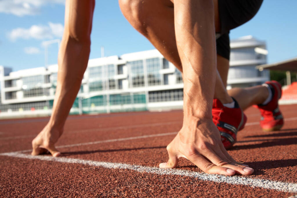 Laufen, Läufer, Start, http://www.shutterstock.com/de/pic-73628677/stock-photo-young-muscular-athlete-is-at-the-start-of-the-treadmill-at-the-stadium.html, © www.shutterstock.com (27.12.2014)