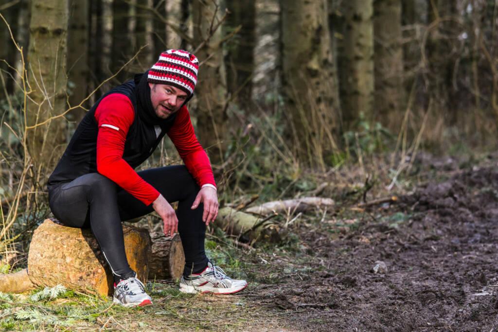 Laufen, Läufer, Mann, Pause, erschöpft, Wald, Gatsch, Winter, Herbst, ausruhen, http://www.shutterstock.com/de/pic-173849825/stock-photo-a-man-taking-a-rest-from-running.html, © www.shutterstock.com (27.12.2014)