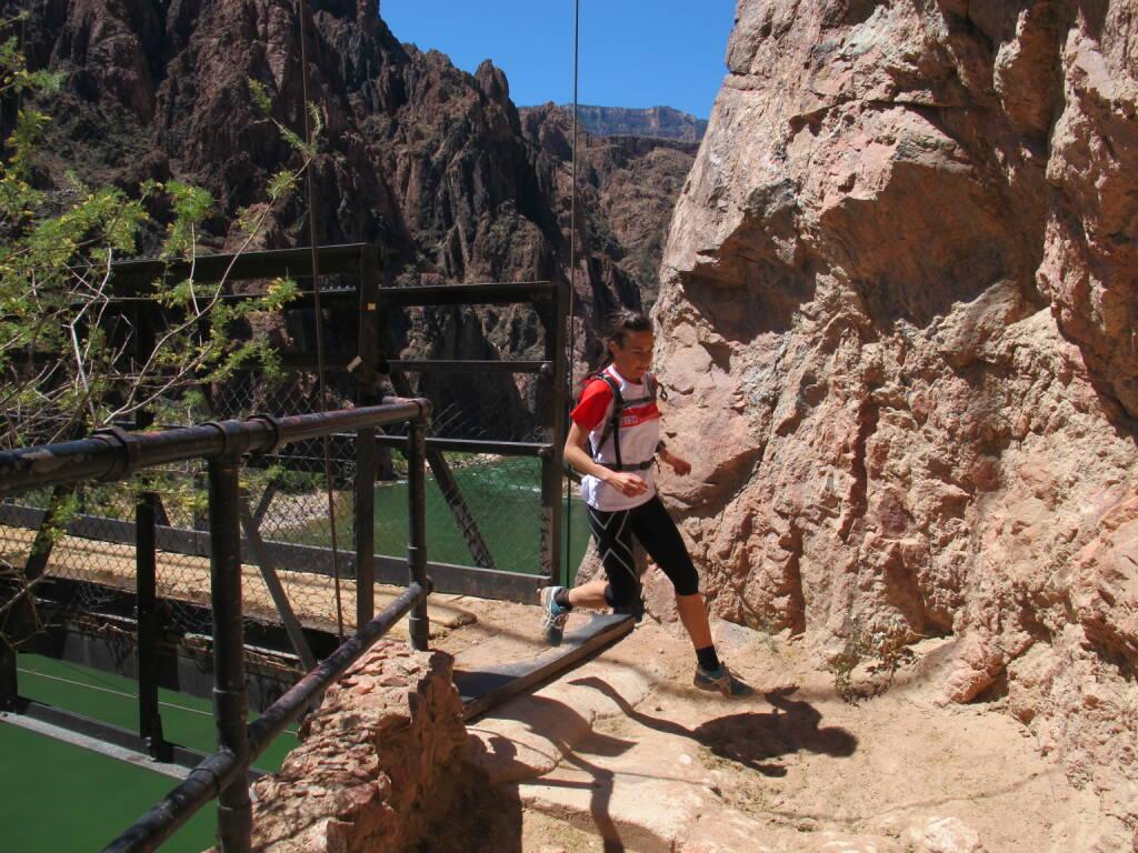 Carola Bendl-Tschiedel: Wunderschöne Erinnerungen an einen vielleicht once in a lifetime-Urlaub. Die großartigsten Naturwunder, die man sich denken kann, und ich mittendrin. Hier am Grund des Grand Canyon, den Colorado River überquerend (28.12.2014)