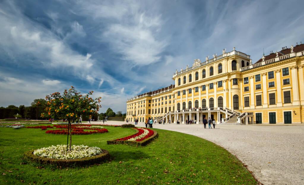 Schloss Schönbrunn, Wien, <a href=http://www.shutterstock.com/gallery-1009940p1.html?cr=00&pl=edit-00>Jasmine_K</a> / <a href=http://www.shutterstock.com/editorial?cr=00&pl=edit-00>Shutterstock.com</a>, Jasmine_K / Shutterstock.com, © www.shutterstock.com (03.01.2015)