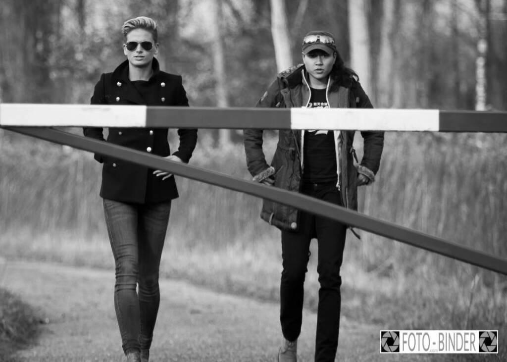 Aufsicht Kontrolle Elisabeth Niedereder, Annabelle-Mary Konczer  © Manfred Binder (04.01.2015)