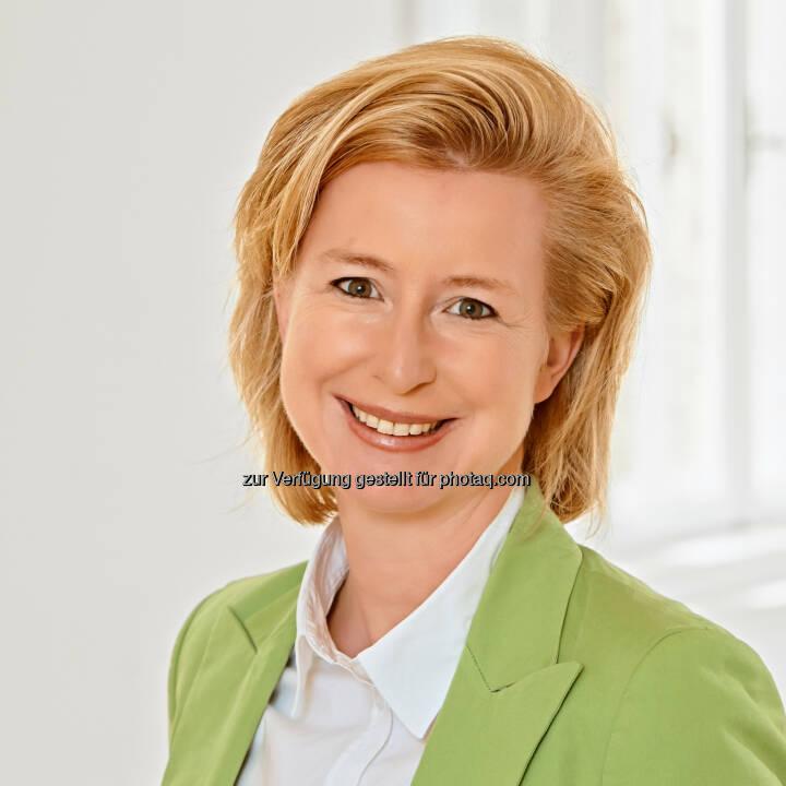 Birgit Kraft-Kinz, Obfrau der Fachgruppe Werbung und Marktkommunikation der Wirtschaftskammer Wien, bleibt als Vertreterin von mehr als 9.000 Unternehmern bei der Forderung zur Abschaffung der Werbeabgabe. Sie tritt für eine Entlastung der Unternehmer in Form eines Konjunkturbelebungspakets ein.