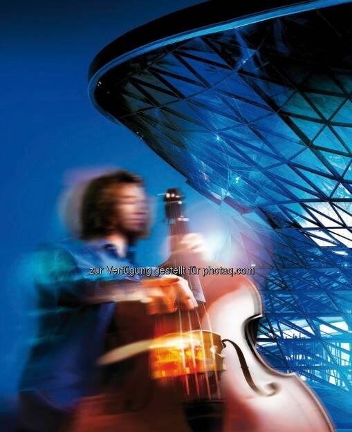 """Mit der Broschüre """"Part Of"""" stellt die BMW Group ihre internationalen Kulturprojekte vor. Auf über hundert Seiten vermitteln kurze Texte und eindrucksvolle Bilder die wichtigsten Fakten zu Kooperationen, Veranstaltungsreihen und Auszeichnungen in den Bereichen zeitgenössische und moderne Kunst sowie klassischer Musik, Jazz, Architektur und Design., © Aussendung (12.01.2015)"""