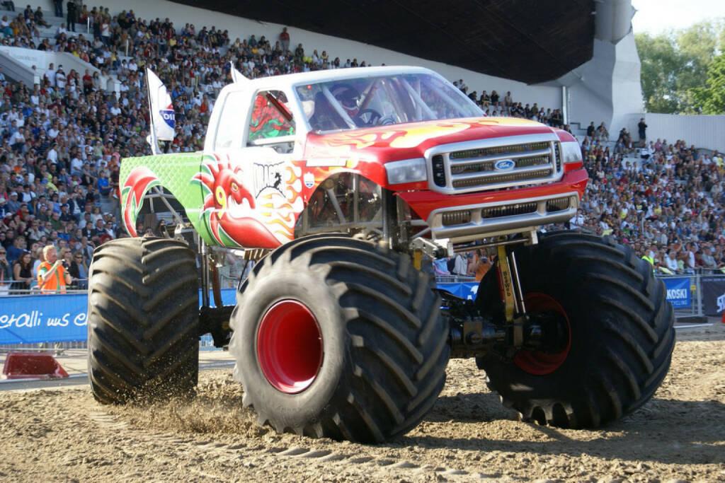 Monstertruck, Truck, Auto, stark, Kraft, groß, gross, Größe, Grösse, Mobilität, fahren, überfahren, riesig, <a href=http://www.shutterstock.com/gallery-84070p1.html?cr=00&pl=edit-00>Maksim Shmeljov</a> / <a href=http://www.shutterstock.com/editorial?cr=00&pl=edit-00>Shutterstock.com</a>, Maksim Shmeljov / Shutterstock.com, © www.shutterstock.com (12.01.2015)