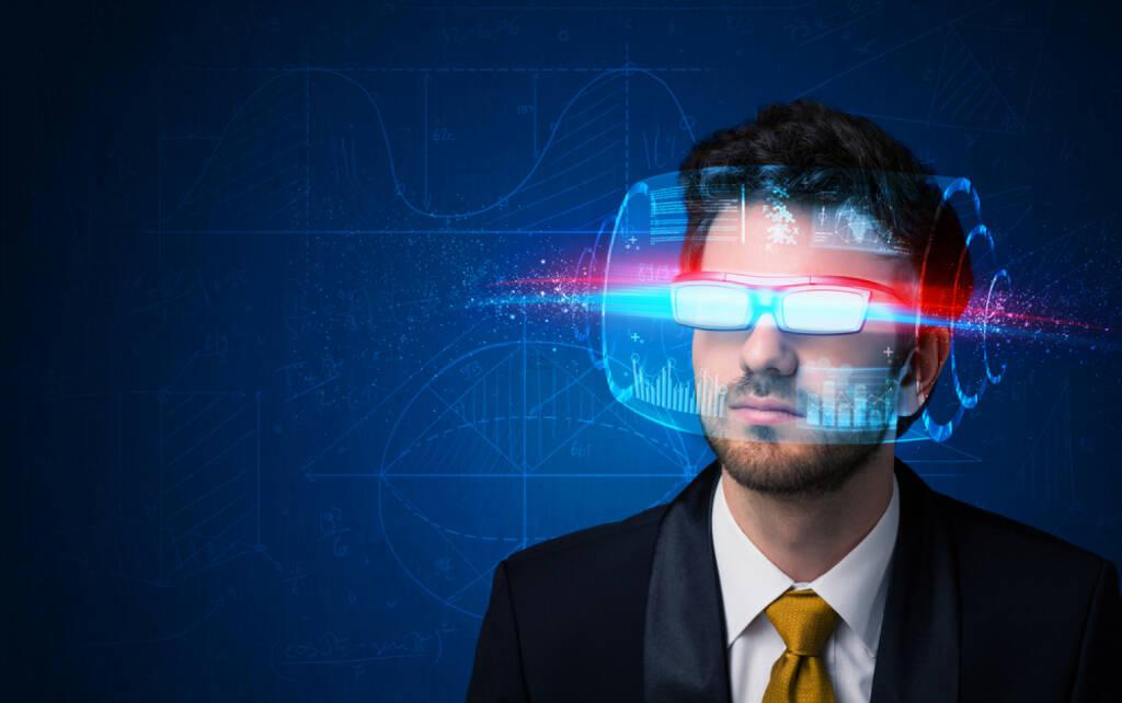 Innovation, Idee, neu, Erfindung, Erneuerung, Eureka, Forschung, Gedanken, Brille, http://www.shutterstock.com/de/pic-243146053/stock-photo-man-with-future-high-tech-smart-glasses-concept.html, © www.shutterstock.com (12.01.2015)