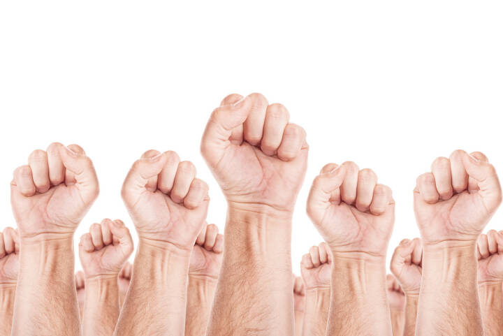 Gewerkschaft, Arbeitskampf, Streik, Protest, Faust, Fäuste -  http://www.shutterstock.com/de/pic-241610767/stock-photo-labour-movement-workers-union-strike-concept-with-male-fists-raised-in-the-air-fighting-for-their.html