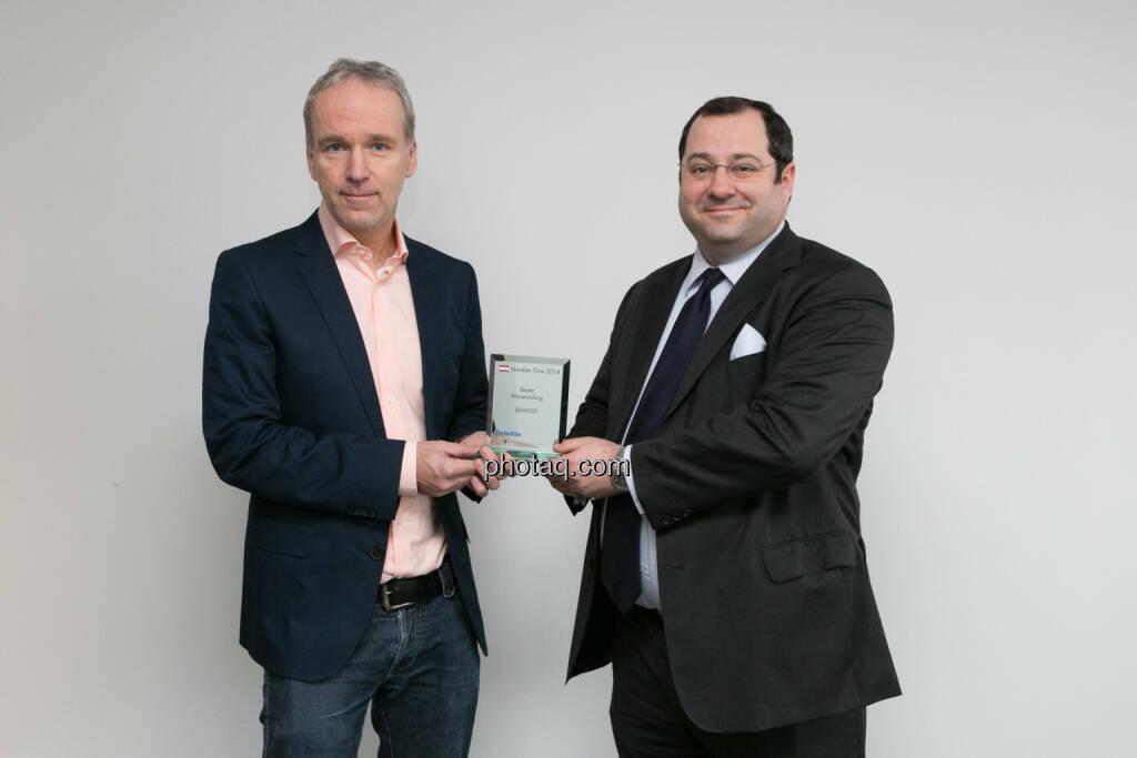 Daniel Riedl (CEO Buwog) bekommt den Number One Award für den Börseneuling des Jahres 2014 von Christian Drastil überreicht. Bericht hier: http://www.christian-drastil.com/blog/2015/01/19/buwog_sieht_unseren_number_one_award_als_auftrag_fur_2015 , © photaq/Martina Draper (19.01.2015)