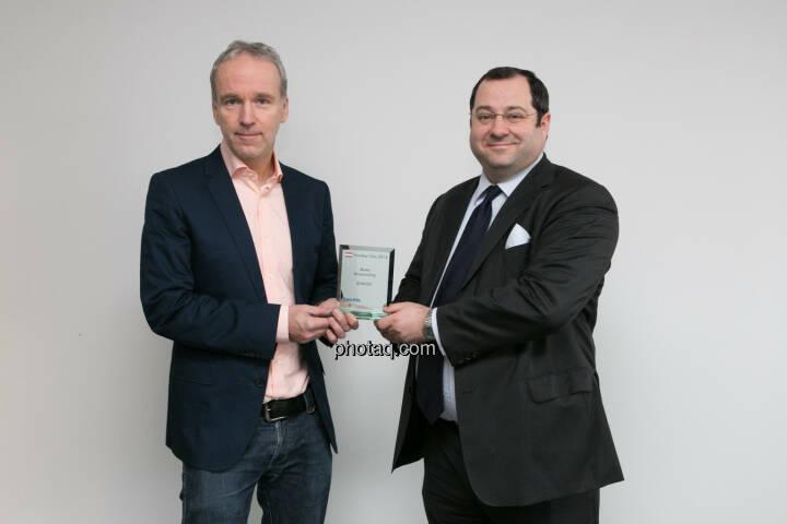 Daniel Riedl (CEO Buwog) bekommt den Number One Award für den Börseneuling des Jahres 2014 von Christian Drastil überreicht. Bericht hier: http://www.christian-drastil.com/blog/2015/01/19/buwog_sieht_unseren_number_one_award_als_auftrag_fur_2015