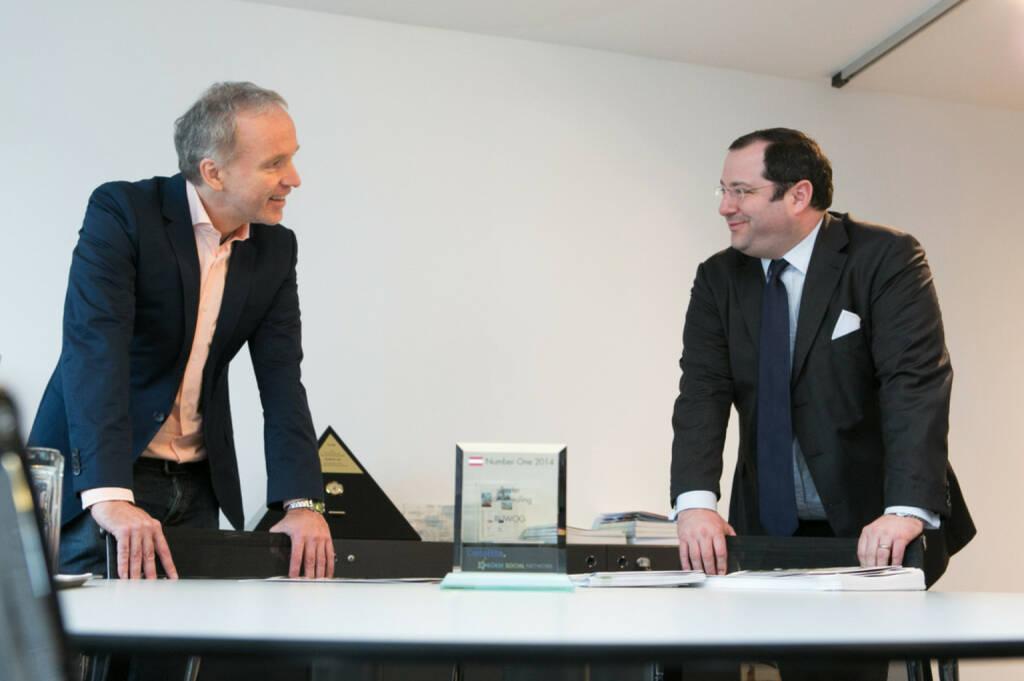Christian Drastil übergibt im Namen von Deloitte und BSN den Number One Award für den Börseneuling des Jahres 2014 an Buwog-CEO Daniel Riedl  - mehr zu den Awards unter http://photaq.com/page/index/1685 (19.01.2015)
