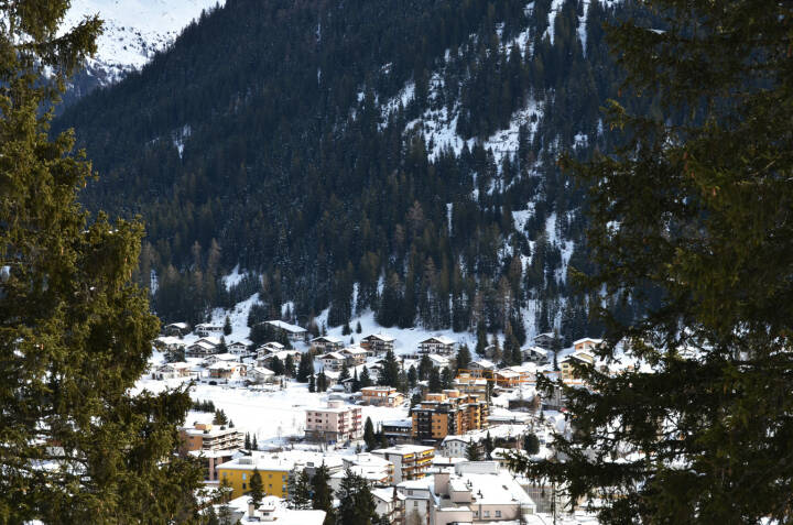Davos, Schweiz, Winter - http://www.shutterstock.com/de/pic-245283289/stock-photo-winter-view-of-davos-famous-swiss-skiing-resort.html