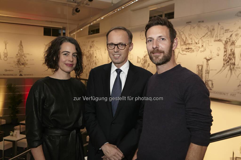 Kuratorin Sabine Dreher mit Accenture Österreich-Chef Klaus Malle und Künstler Constantin Luser , © Accenture (21.01.2015)