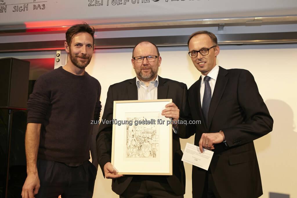 Horst Griebaum (UniCredit Bank Austria) gewann handsignierte Originallithografie von Constantin Luser mit Accenture-Österreich Chef Klaus Malle , © Accenture (21.01.2015)