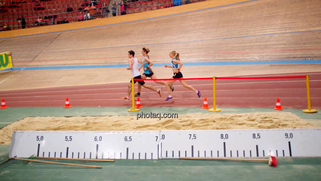 Wie Jennifer Wenth das Hallen-EM-Limit über 3000m schaffte, © photaq/runplugged (24.01.2015)