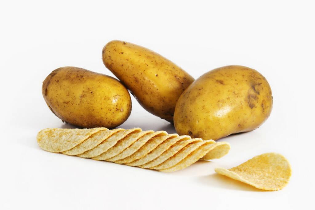 Gegenteil, dick und dünn, Kartoffeln, Chips, Erdäpfel, http://www.shutterstock.com/de/pic-246672460/stock-photo-fresh-potato-with-slice.html, © www.shutterstock.com (25.01.2015)