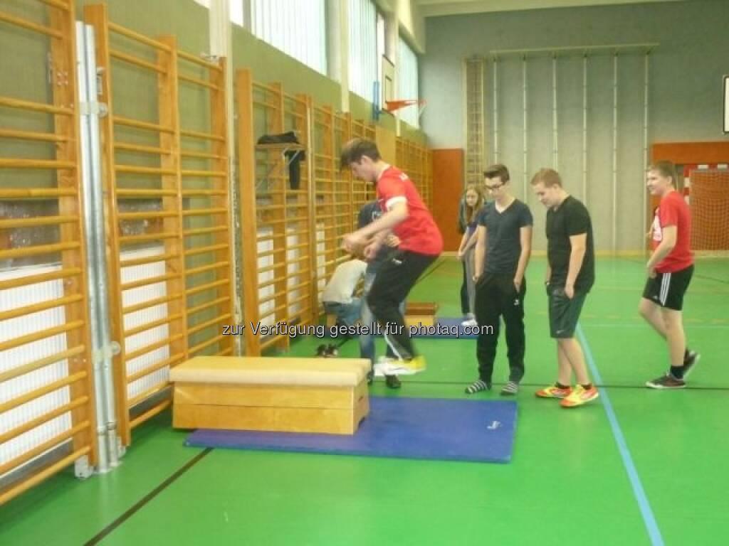 Fit Check, Sport in der VBS Floridsdorf, siehe http://www.christian-drastil.com/2013/02/13/vbs-floridsdorf-borseklasse-ergometerklasse-gelebte-vielfalt/, © VBS Floridsdorf (13.02.2013)