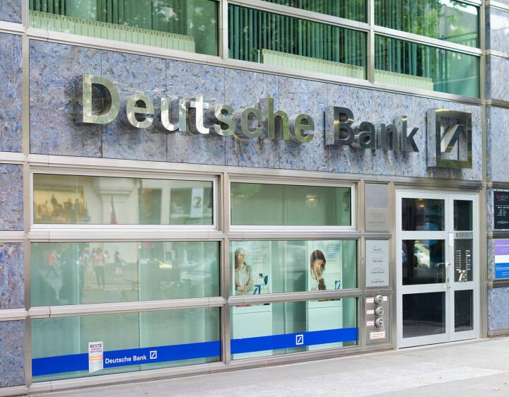 Deutsche Bank, Filiale in Berlin, <a href=http://www.shutterstock.com/gallery-338239p1.html?cr=00&pl=edit-00>hans engbers</a> / <a href=http://www.shutterstock.com/editorial?cr=00&pl=edit-00>Shutterstock.com</a>