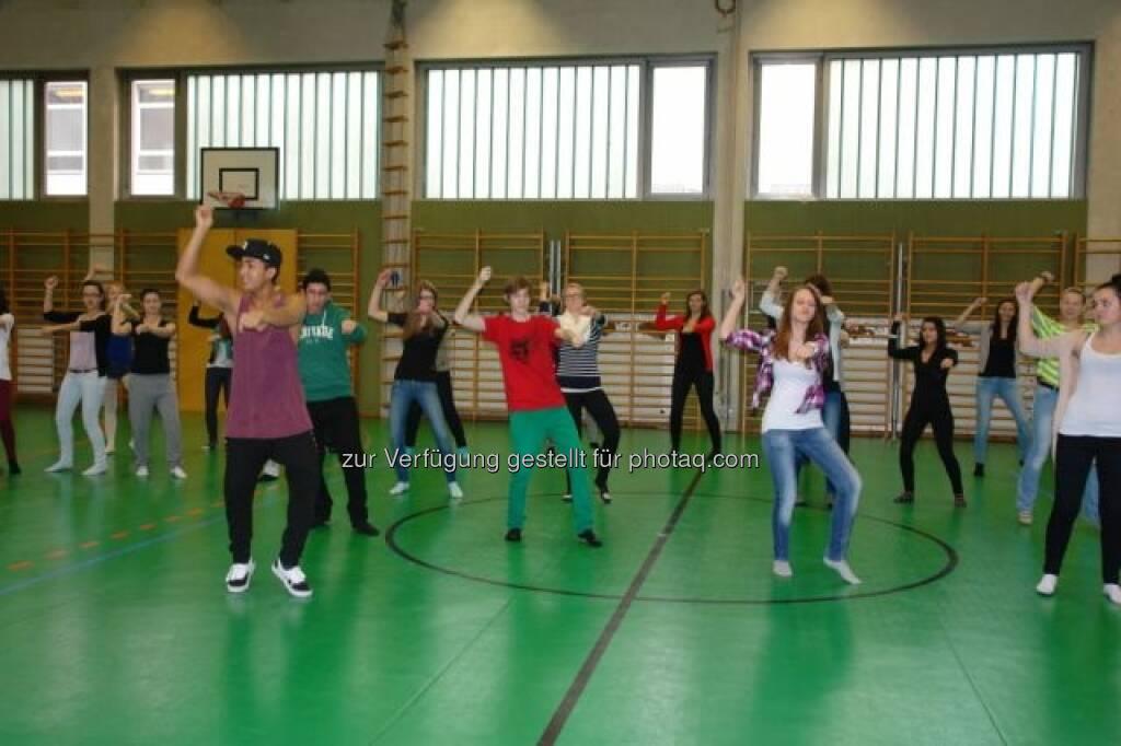 Zumba Workshop, Sport in der VBS Floridsdorf, siehe http://www.christian-drastil.com/2013/02/13/vbs-floridsdorf-borseklasse-ergometerklasse-gelebte-vielfalt/, © VBS Floridsdorf (13.02.2013)