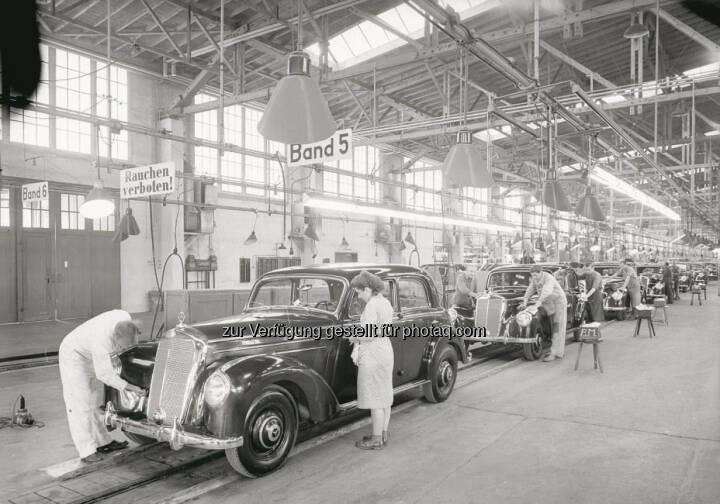 Mercedes-Benz in Sindelfingen feiert in diesem Jahr 100-jähriges Standortjubiläum: Produktion des Mercedes-Benz 220 im Jahre 1951