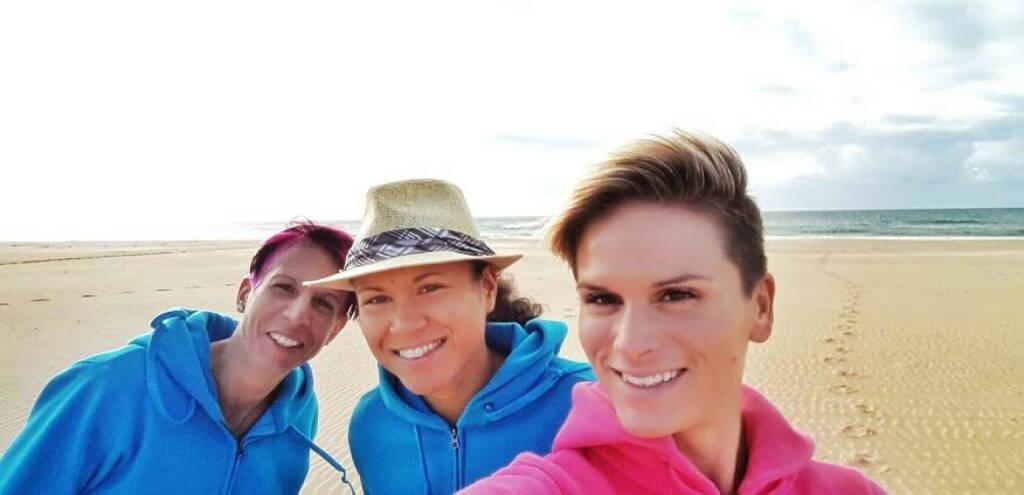 Cornelia Köpper, Annabelle Mary Konczer, Elisabeth Niedereder: Das Tristyle Runplugged Team in Monte Gordo / Portugal (01.02.2015)