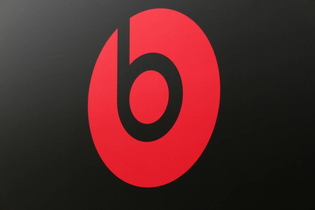 beats, beats by dr dre, <a href=http://www.shutterstock.com/gallery-320989p1.html?cr=00&pl=edit-00>360b</a> / <a href=http://www.shutterstock.com/editorial?cr=00&pl=edit-00>Shutterstock.com</a>, 360b / Shutterstock.com, © www.shutterstock.com (03.02.2015)