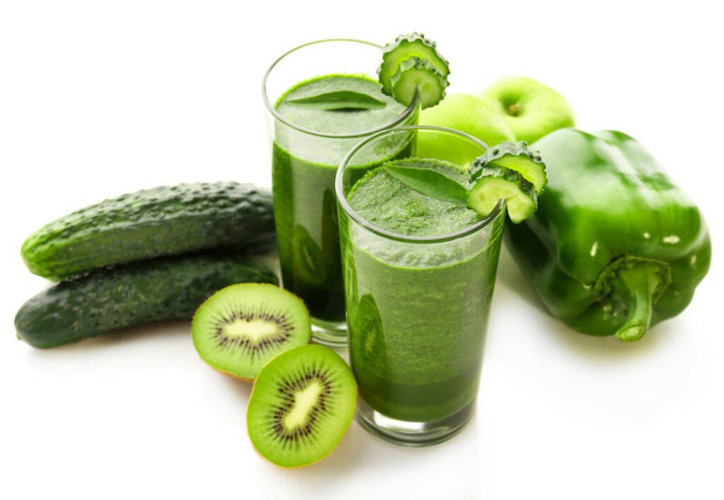 Smoothie, Getränk, trinken, Gesundheit, Gurke, Kiwi, grün, Paprika, http://www.shutterstock.com/de/pic-246679597/stock-photo-green-fresh-healthy-juice-with-fruits-and-vegetables-isolated-on-white-background.html, © www.shutterstock.com (03.02.2015)