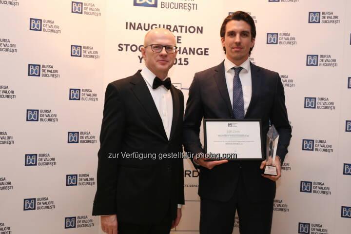 Ludwik Sobolewski (CEO Bucharest Stock Exchange), Stefan Neubauer (RCB) - Raiffeisen Centrobank von Bukarester Börse als Bester Market Maker am rumänischen Kapitalmarkt ausgezeichnet (Bild: BVB)