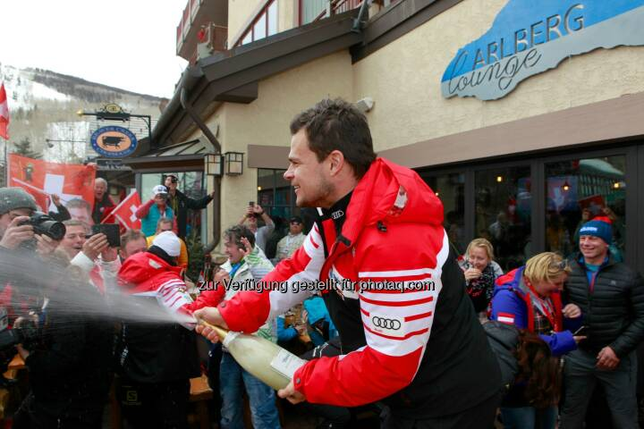 Abfahrtsweltmeister Patrick Küng feiert in der Arlberg Lounge: Lech Zürs Tourismus GmbH: Die Eidgenossen übernehmen die Arlberg Lounge