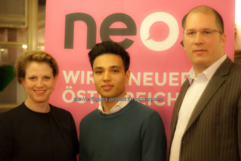 Neos Landessprecherin Beate Meinl-Reisinger mit den ersten Spitzennkandidaten für die Bezirksratswahlen: Yannick Shetty, 8. Bezirk, und Gregor Raidl, 1. Bezirk (11.02.2015)
