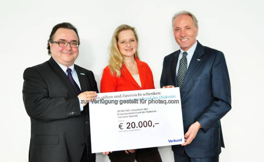 Karl Gollegger, Geschäftsführer der Verbund Sales GmbH, traf Michael Chalupka, Direktor der Diakonie Österreich, und übergab 20.000 Euro Spendensumme symbolisch mit einem Scheck (c) Verbund (13.02.2013)