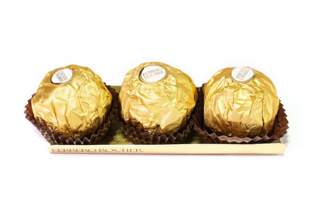 Ferrero Rocher, Schokolade, Süsses, süß, <a href=http://www.shutterstock.com/gallery-1803218p1.html?cr=00&pl=edit-00>Panya7</a> / <a href=http://www.shutterstock.com/editorial?cr=00&pl=edit-00>Shutterstock.com</a>, Panya7 / Shutterstock.com, © www.shutterstock.com (15.02.2015)